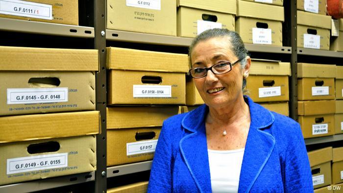 Nili Davidson, directora del archivo.