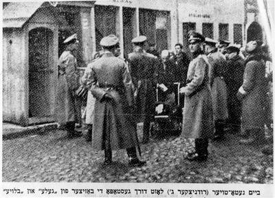 Control de la Gestapo en la entrada del gueto de Vilna
