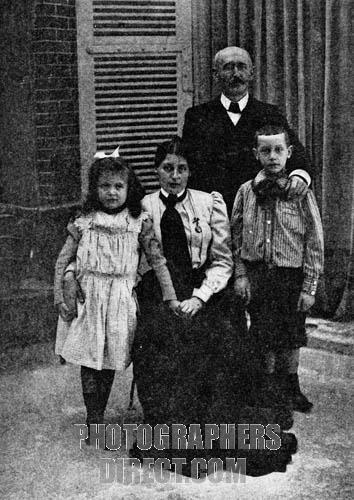 Capitán Alfred Dreyfus con su mujer e hijos