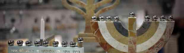 Diferencias en el encendido de la janukía entre sefardím y ashkenazim.